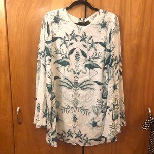 K flowy sleeves tropical print Open back dress